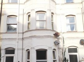 TO LET - 2 bed flat in St Andrews Road