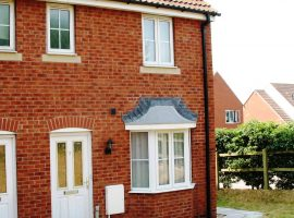 TO LET - Modern 2-bedroom house with garage and parking